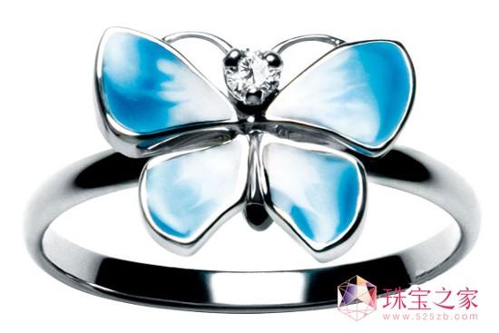 爱美是每个女孩子与生俱来的天性和特权,花样繁多的首饰,每件都具有超凡的意义,体验的珠宝动物园。  Autore 珍珠彩宝胸针  Dior 高级珠宝 珐琅镶钻戒指  Chanel 巴黎莫斯科高级手工坊系列发卡  Tiffany & Co.水晶吊坠  Dior 高级珠宝昆虫耳钉  Dior 高级珠宝昆虫耳钉