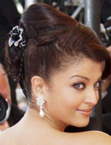 希维亚/艾希维亚/雷伊的黑白花朵发饰虽然抢了珍珠钻石耳环不少风头,但...