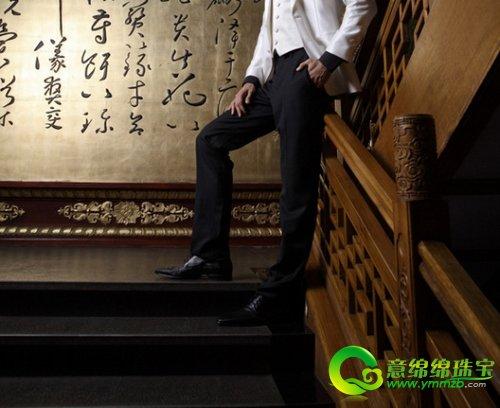 世界 礼服/男:枣红色套装Boss Black 亮黑皮鞋Boss Selection 黑色腰封藤...