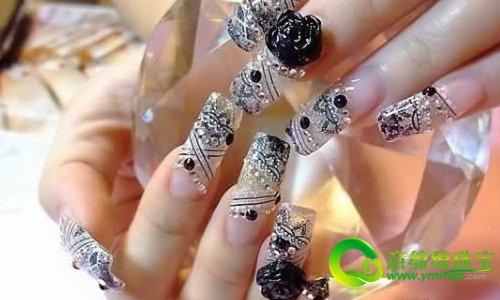 新娘美甲彩绘 为冬季婚礼增添一抹温暖