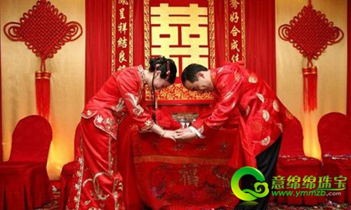 后期西式的白色婚纱及教堂婚礼走进中国,许多人模仿,结婚誓词也很庄重