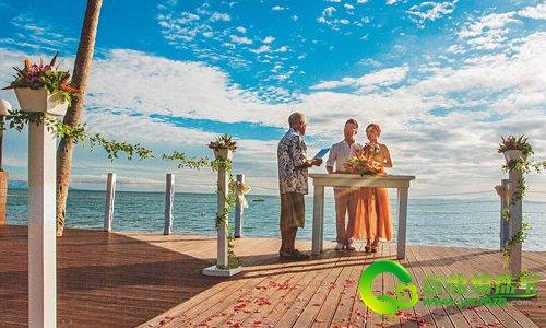 浪漫的斐济岛屿婚礼 感受新人的甜蜜与幸福