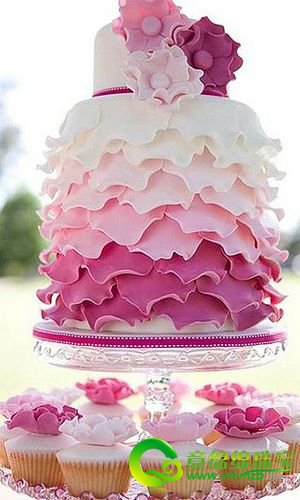 一个造型独特的婚礼蛋糕