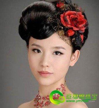 方脸的新娘究竟适合怎样的新娘发型呢图片