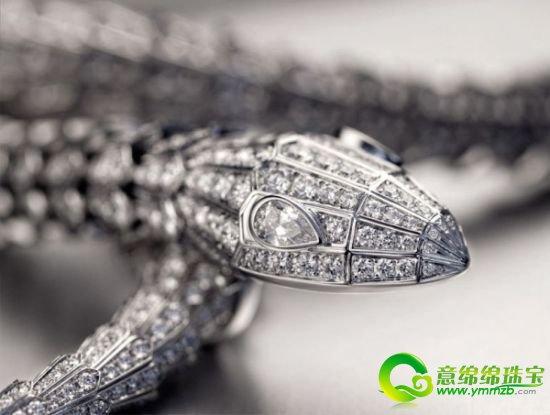 宝格丽Serpenti系列顶级珠宝的制作过程大公开了!喜欢珠宝设计的你赶紧来看一看吧! Serpenti系列顶级珠宝项链的制作技艺与BVLGARI宝格丽传统珠宝系列一脉相承,均采用贵金属结构,以失蜡法手工铸造。  宝格丽(BVLGARI)SERPENTI顶级珠宝系列5排白金手镯,镶嵌208颗鹅蛋型切割红宝石 (196.