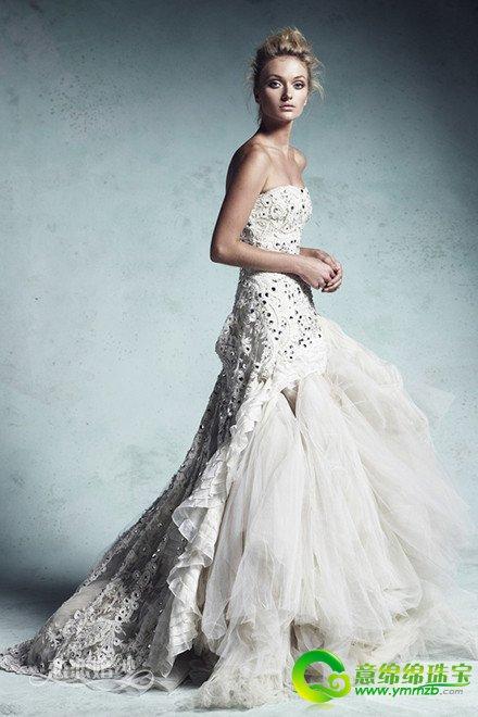 选择婚纱要注意的细节_秋冬季节新娘挑选婚纱需要注意的细节