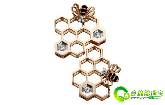 【导语】珠宝的设计理念可以横盖与每一个的领域,如建筑,科技,自然,几何等等。当然,在2013年珠宝流行最为广泛的莫属线条凌厉,清晰的几何元素的珠宝了!现代崇尚着一切的简约风格,使得几何元素的珠宝顺应时代的潮流,同时彰显出个性鲜明的特点。那么现在我们就一起去欣赏下吧!