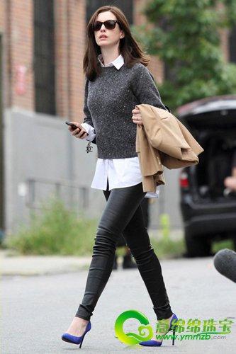 白色衬衫搭配灰色针织长袖