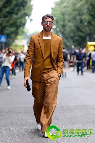 上衣+浅棕色的阔腿裤