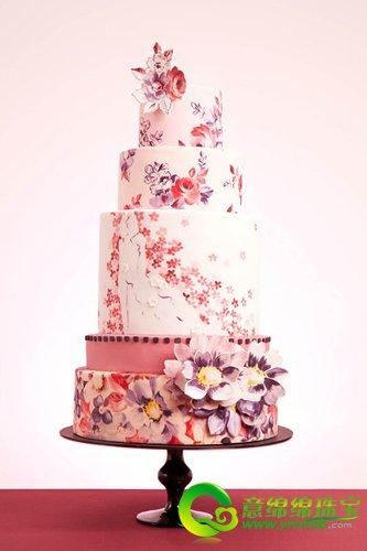 黑白条纹复古婚礼蛋糕 手绘的花朵图案和黑白相间的条纹搭配,让人意