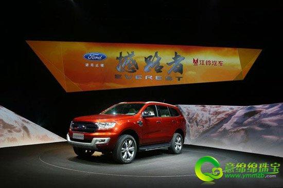 【导语】昨日,福特在北京举行了最新车型的全球首发仪式,该款全新Everest福特量产车型主要针对亚太地区进行销售。国产版的福特撼路者Everest将由江铃福特来完成,预计明年上市。  福特撼路者Everest量产车型 外观方面,新车的造型与概念车保持了高度一致,延续了硬朗的风格。毕竟新车是一款定位硬朗的中型SUV车型。低配版车型将会采用18寸轮毂,而高配车型将使用20寸轮毂。新车轴距达到2850mm,长度也接近5米。  福特撼路者Everest量产车型 内饰方面,福特撼路者中控台设计简约,同时按钮布局紧密