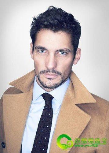 领带,让带有强硬气势及严肃感的风衣   衬衫搭配,多了一丝柔和