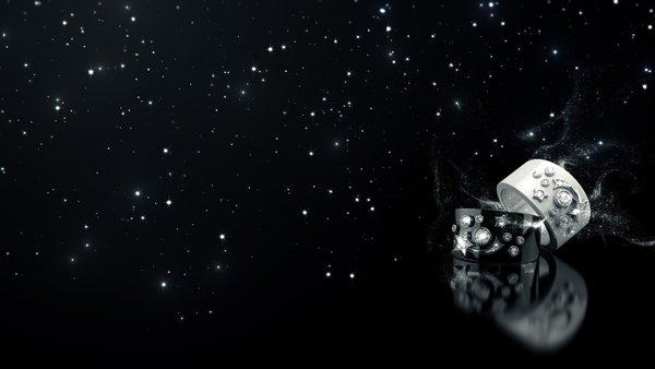 在CHANEL高级珠宝历史上,彗星与星星首次呈现于高科技精密陶瓷之上。以当代图像风格,运用18K白金与黑白色陶瓷材质的对比,强调戒指与炼坠上钻石的闪烁光芒,构成此COSMIQUE de CHANEL系列。